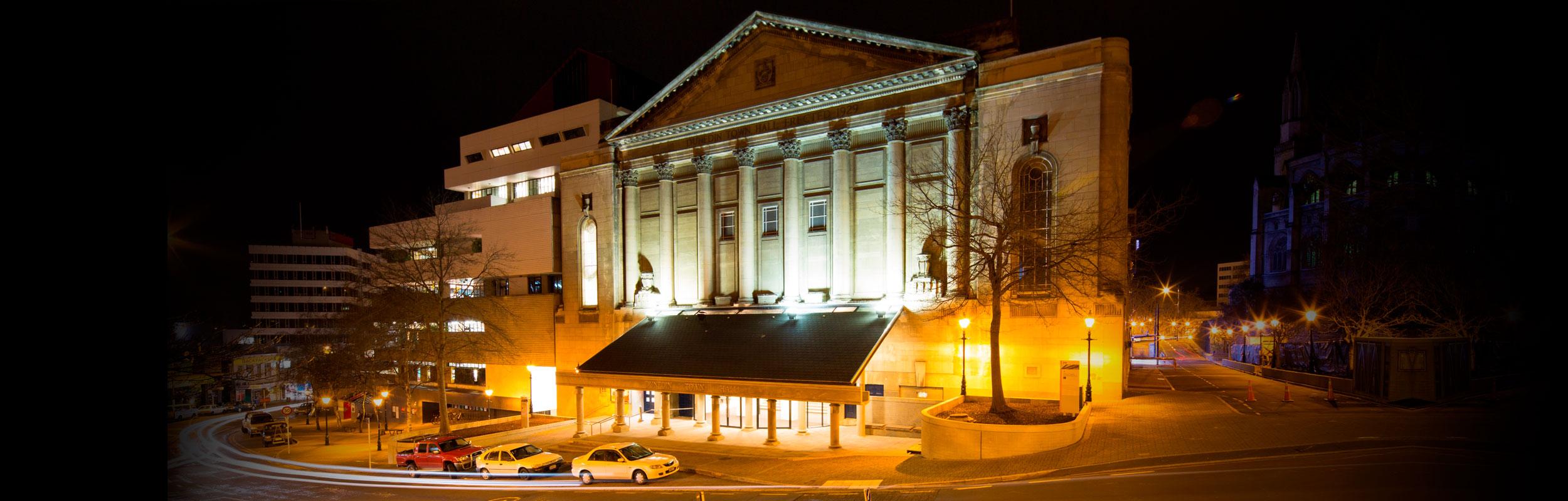 Dunedin Town Hall at night