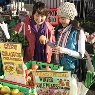 Enjoying the Farmers Market in Dunedin